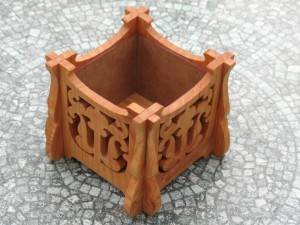 Victorian style plant pot holder1
