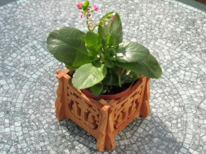 Victorian style plant pot holder2